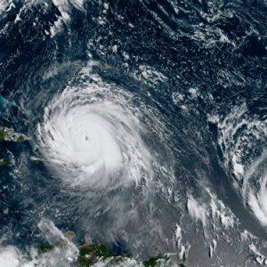 سادس أكبر أعاصير المحيط الأطلسي هذا العام يتوّجه صَوْب الجُزر البريطانية