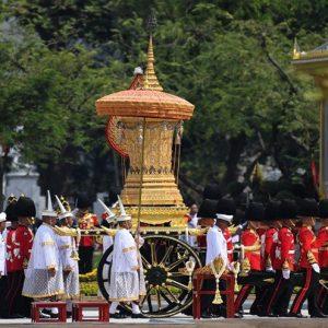 بعد عام على وفاته ..تايلاند تحرق جثمان ملكها في جنازة كُلْفتها 90 مليون دولار