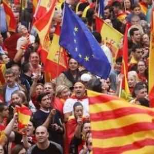السّلطات الأسبانية تُهدد بإنهاء الحكم الذاتي في كتالونيا