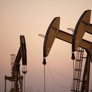 أسعار النفط تتماسك لتحتفظ بمكاسب حققتها بالرغم من الصراع بين القوات العراقية والكردية