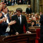 الحكومة الإسبانية تهدد بتعليق الحكم الذاتي في إقليم كتالونيا