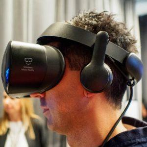 سَامسونج تُطلق نظارة الواقع الافترَاضِي Samsung HMD Odyssey