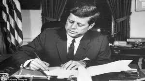 عرض الوثيقة الأخيرة التي وقعها جون كينيدي للبيع