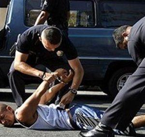 أمريكيٌ يتوعّد كلّ أفراد الشُّرطة