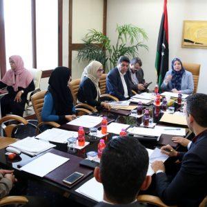 وزير الدولة لشؤون هيكلة المؤسسات تبحث مع فريق عمل من وزارة الاقتصاد «مشروع هيكل تنظيمي للوزارة»