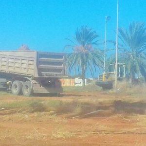 استمرار أعمال إزالة المخلفات ورفع القمامة بعدة مناطق في بلدية «بنغازي»
