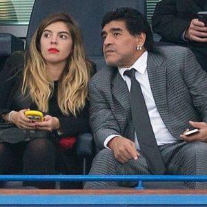 الأسطورة «مارادونا» يُطالب بسجن إحدى ابنتيه