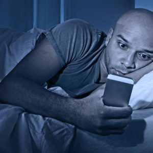 هل يعاني «الليبيين» - النوموفوبيا- إدمان الهواتف الذكية والإنترنت ؟