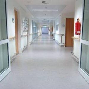 مكتب شؤون اللجان المركزية للعلاج عن توقف استقبال حالات للعلاج بالأردن