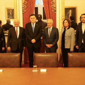 «السراج» يلتقي رئيس لجنة العلاقات الخارجية بمجلس الشيوخ الأميركي