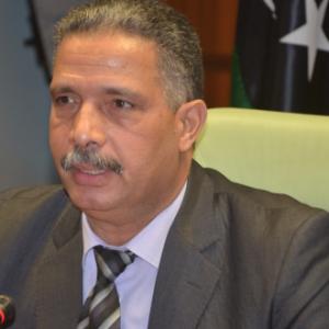 وزير المواصلات يُناقش الإستعدادات لتنفيذ محطة ركاب محلية وأخرى دولية بمطار طرابلس الدولي