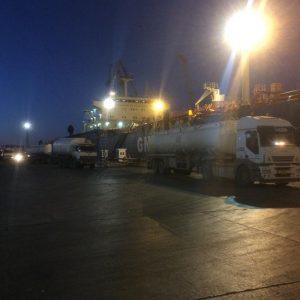 نقلاً عن لجنة أزمة الوقـــــود والغاز : شاحنات الوقود تواصل نقل شحناتها لمحطات الوقود عبر ناقلة أنوار ليبيا المحملة بأكثر من 30.000.000 مليون لتر