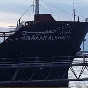 شركة البريقة : «أنوار الخليج» تصل ميناء «طرابلس» البحري بحمولة 34 مليون لتر وتباشر بتوزيع الوقود للمحطات