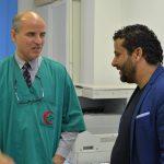 «البشاري» يصل طبي طبرق ويجري عددا من عمليات القسطرة «القلبية»