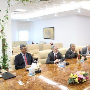 صنع الله يجتمع مع مسؤولين من شركة «إيني» للخدمات النفطية