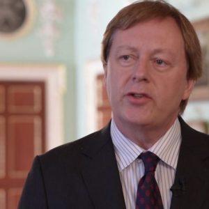 سفير بريطانيا في ليبيا يزور المدينة القديمة ومقر القنصلية البريطانية سابقاً