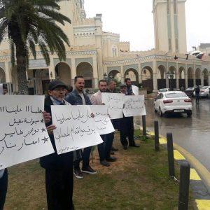 تنديداً بسوء الحالة الاقصادية..خروج العشرات في تظاهرة بميدان الجزائر
