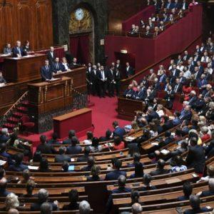 الحكومة الفرنسية تُدافع عن مشروع اللجوء والهجرة