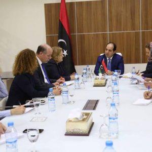 معيتيق يلتقي وفداً أممي ويناقش معه خطط وبرامج صندوق الأمم المتحدة للسكان في ليبيا