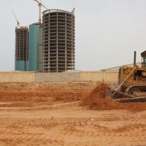 الخدمات العامة تشرع بتنفيذ حديقة 20 رمضان بطريق الشط بالتعاون مع بلدية سوق الجمعة