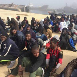 خفر السواحل ينتشل جثث 11 مهاجراً وينقذ 263 آخرين قبالة سواحل صبراتة