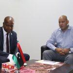 لقاء يجمع المجبري مع وزير العمل ويناقش الصعوبات والعراقيل التي تواجه الوزارة