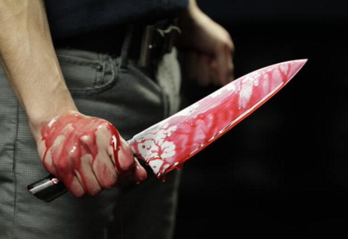 سدد الجار طعنة قاتلة إلي جارته ظانا بأنها زوجة شقيقه.