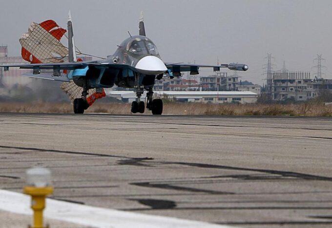 مقاتلة روسية لدى عودتها من مهمة قتالية في سوريا