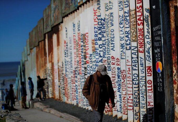 الجدار بين المكسيك وأمريكا