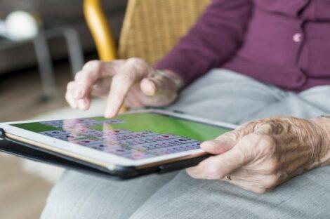تكنولوجيا كبار السن