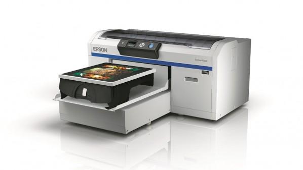 تعتبر الطابعة الأولى من نوعها في العالم حيث تم تصنيع رأس الطباعة والحبر والهيكل فيها من قبل صانع واحد.