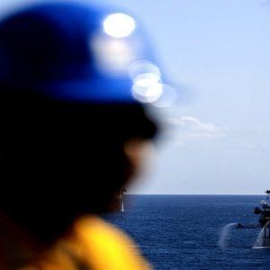 تزامناً مع تراجع المخزونات الأمريكية.. أسعار النفط ترتفع لأعلى مستوى في شهرين