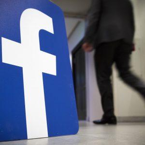 هل يتحول «فيسبوك» إلى منتج مدفوع؟