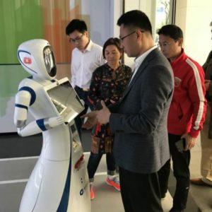 الاعتماد على الروبوتات بدل الموظفين في أحد فروع بنك التعمير بالصين