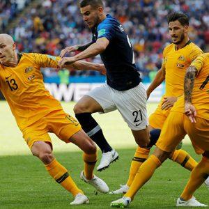 الديك الفرنسي يتغلب على الكنغر الأسترالي ويتحل على النقاط الثلاث في أولى مبارياته