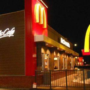 بسبب الخس.. «ماكدونالدز» تقع في فضيحة صحية