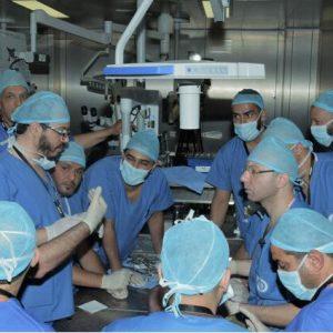 19 طبيباً يتحصلون على دورة تدريبية نفذتها «سترايكر» الأمريكية