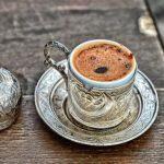 خوارزمية أمريكية تستخدم القهوة لتجنب التعب الناجم عن الحرمان من النوم