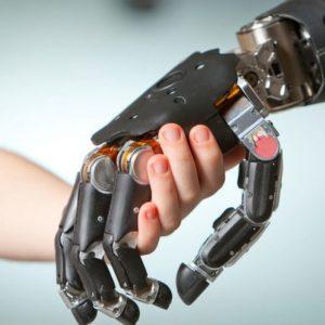 أبحاث ودراسات تكنولوجيا اليد الصناعية.. إلى أين؟