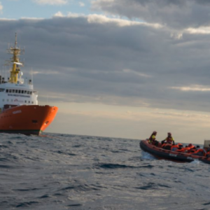 سفينة تحمل 450 مهاجر غير شرعي تُشعل حرباً كلامية بين إيطاليا ومالطا