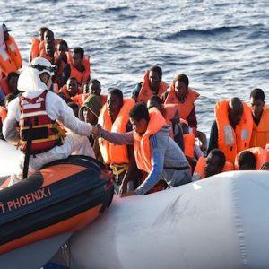 مئات المهاجرين ينتظرون انتهاء الخلاف الإيطالي - المالطي حول استقبالهم