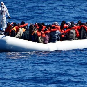 إسبانيا تُعلن انقاذ 340 مهاجر غير شرعي استقلوا 12 مركباً واتجهوا إلى شواطئها