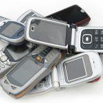 الهواتف «غير الذكية».. والعودة إلى أيام الزمن الجميل