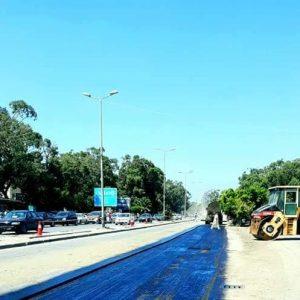 أعمال رصف الطريق الرئيسي مقابل للمدخل الرئيسى لمركز بنغازي الطبي