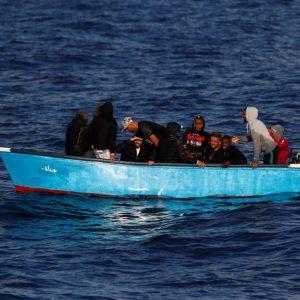 إيطاليا: قارب صغير يحمل 15 تونسياً في منطقة البحث والإنقاذ بالمياه المالطية