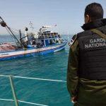 البحرية المغربية تفتح النار على زورق يقل مهاجرين رفض الاستجابة لتحذيراتها!!