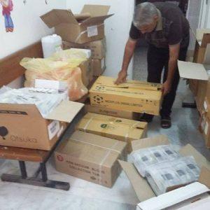 بلدي أبوسليم يُسلم مكتب الخدمات الصحية مستلزمات طبية مقدمة من وزارة الصحة