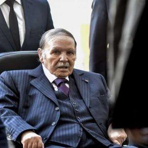 بوتفليقة يُقيل قائدي القوات البرية والجوية في الجزائر