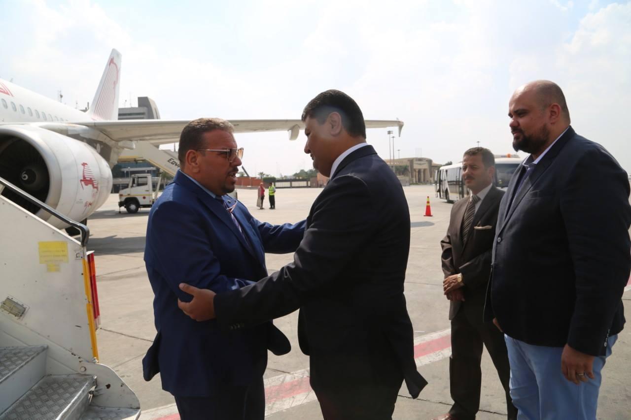 أونيس يصل إلى القاهرة