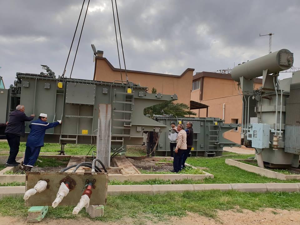 استبدال محولات قديمة ومتهالكة بأخرى جديدة بالمحطة الوطنية للكهرباء